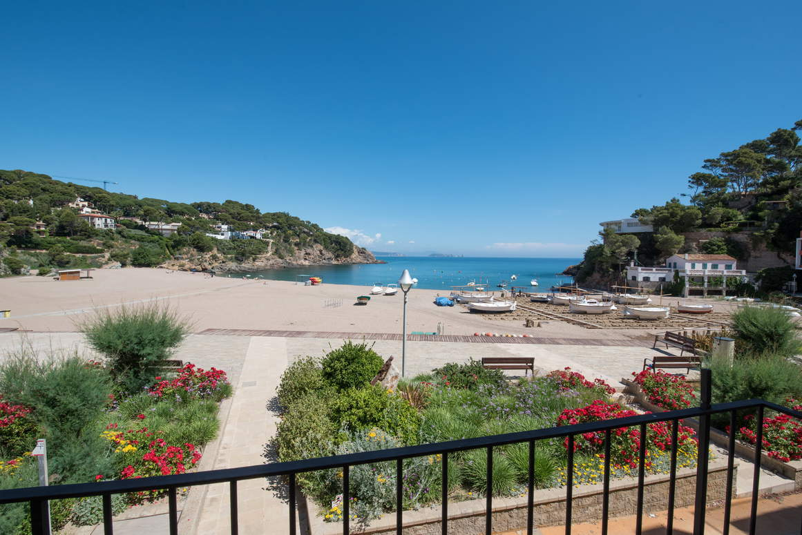 Apartment -                                       Begur -                                       3 bedrooms -                                       5 persons